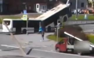 Появилось видео очень необычного ДТП в Питере