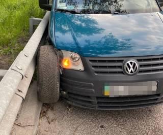На трассе под Киевом водитель вылетел из машины через открытое окно