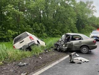 На Харьковщине внедорожник в лобовом столкновении уничтожил «Ланос» вместе с пассажирами