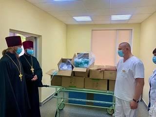В Житомире УПЦ передала 750 кислородных масок тяжелобольным пациентам
