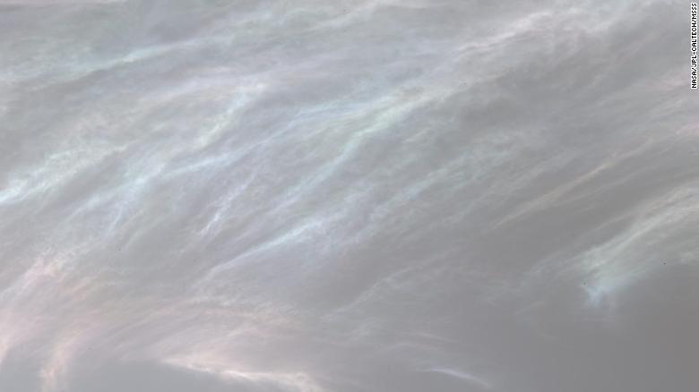 Ледяные облака на Марсе, снятые американским ровером Curiosity