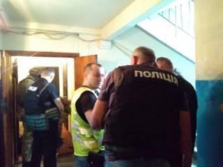 В Харькове полицейские полночи уговаривали мужчину отпустить бывшую жену и сына
