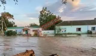Появилось видео, как в Крыму затопило целое село