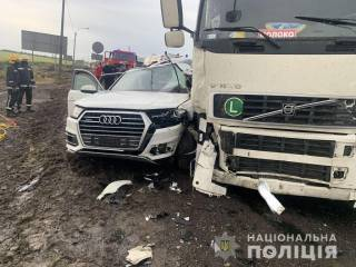Смертельное ДТП в Херсонской области: грузовик буквально смял легковушку – погибла целая семья