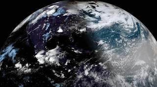 Появилось видео Земли во время солнечного затмения