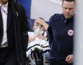 Врач рассказал, что произошло с футболистом, который без сознания упал на поле в матче Евро-2020