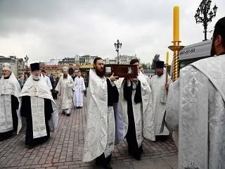 Крестный ход в честь 800-летия Александра Невского Церковь связала четырьмя сторонами света