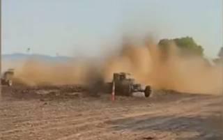 Появилось видео, как во время гонок в США автомобиль влетел в толпу зрителей