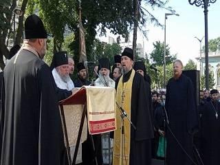 Более 20 тыс верующих УПЦ собрались на молитвенное стояние у Верховной Рады