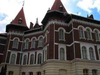 Львовские власти решили установить достойную зарплату для директоров всех местных школ