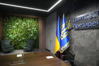 В соцсетях жестко высмеяли новый интерьер кабинета президента Зеленского