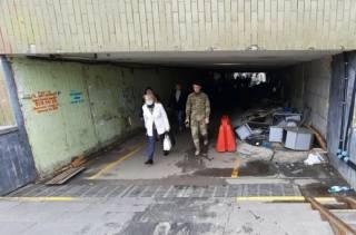 В Киеве вместо современного ТЦ появилось гетто с бомжами и стихийкой