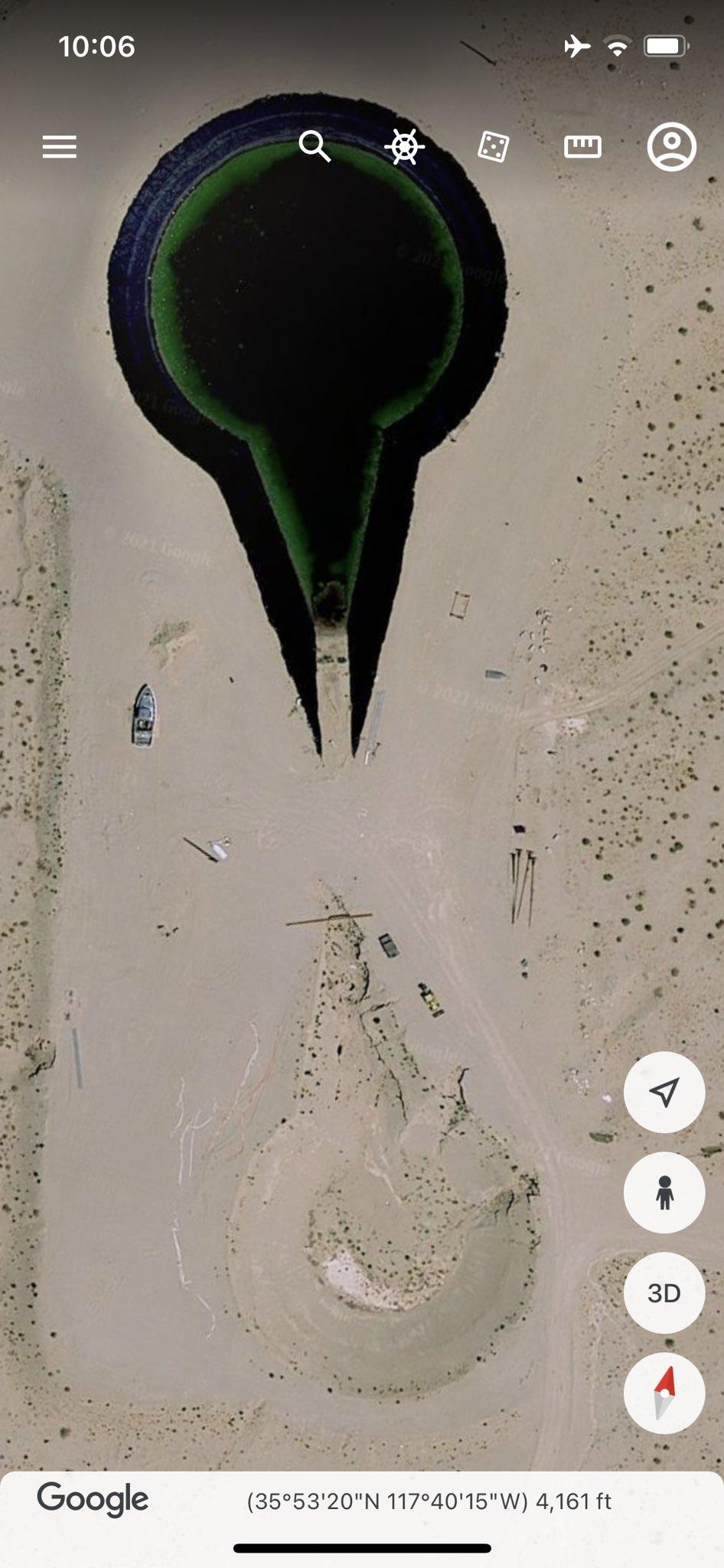 """""""Обломки НЛО"""" на карте Google Earth в штате Калифорния"""