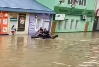 В Крыму началось наводнение – введен режим ЧС
