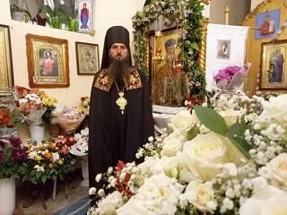 На Закарпатье в монастыре УПЦ несколько месяцев мироточит икона Богородицы