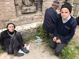 В Одессе монастырь УПЦ дал жилье трем инвалидам-пациентам психбольницы, которых оставили на кладбище