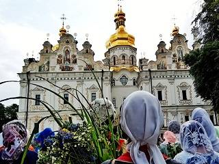 Троица в Киево-Печерской лавре: Митрополит Онуфрий, радость праздника и коленопреклонные молитвы