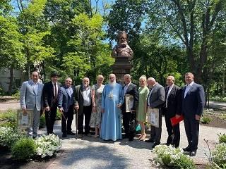 В Одессе ко Дню медработника УПЦ открыла памятник святому врачу Луке Крымскому