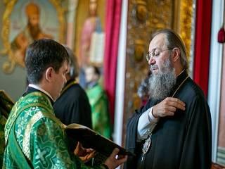 Митрополит Антоний рассказал об особенных молитвах в день Троицы