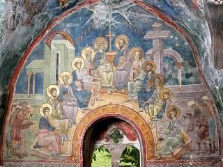 Сегодня верующие УПЦ празднуют День Святого Духа