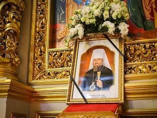 В Киево-Печерской лавре сегодня простились с луганским митрополитом УПЦ Митрофаном (Юрчуком)