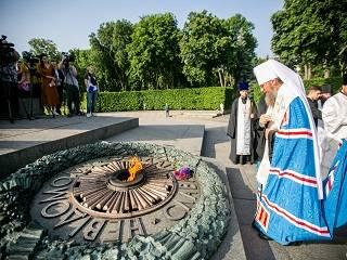 В столичном Парке Вечной Славы управделами УПЦ почтил память погибших – 80 лет со дня начала войны