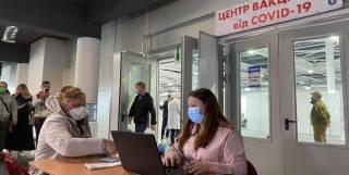 Шмыгаль призывает ускорить процесс открытия центров вакцинации
