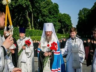 Митрополит Антоний призвал помнить подвиг ветеранов ВОВ и молиться за них