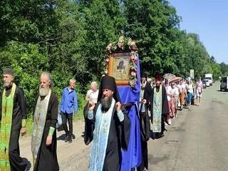 На Сумщине верующие УПЦ прошли крестным ходом с чудотворной Ахтырской иконой Божьей Матери