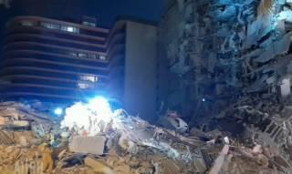 Появилось видео с места обрушения здания в Майами