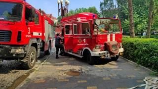 В Тернополе пылает ресторан. Огонь распространился на соседнее здание