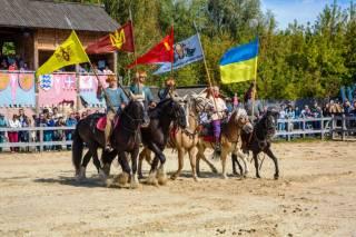 Под Киевом ко Дню Конституции пройдет конно-историческое шоу