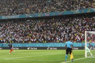 Сотни тысяч болельщиков требуют переигровки матча между Францией и Швейцарией на Евро-2020