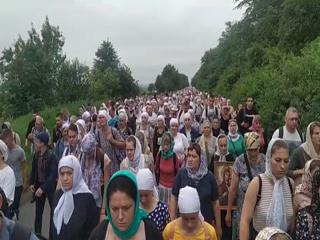 На Буковине к Рождеству Иоанна Крестителя тысячи верующих УПЦ прошли 40 км крестным ходом