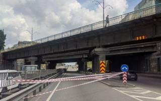 В Киеве начал разрушаться еще один путепровод