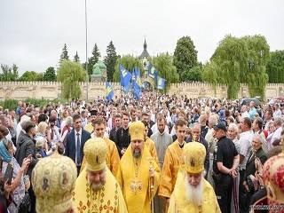 В УПЦ считают, что политическая символика неуместна на богослужениях