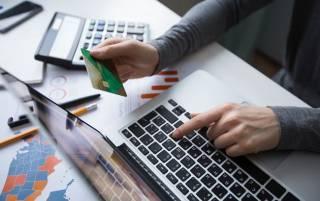 Штрафы и долги за ЖКХ разрешили списывать с банковских карт украинцев. Появился список банков