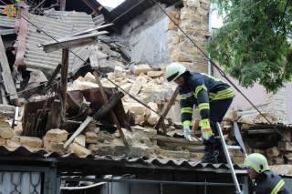 В Одессе двухэтажный дом рухнул на парковку