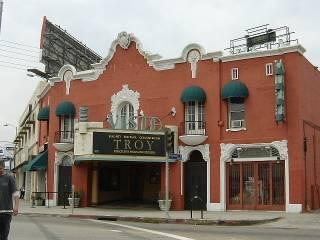 Тарантино прикупил себе столетний кинотеатр