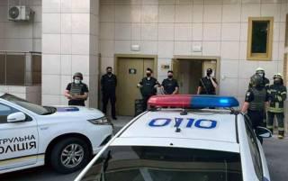 В Голосеево горит квартира, в которой произошла стрельба