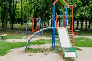 В Харькове 4-летний ребенок стал заложником детской горки