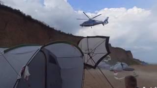 Под Одессой частный вертолет на пляже чуть не покалечил отдыхающих