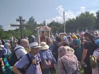 На Киевщине верующие УПЦ прошли 50 км крестным ходом с чудотворной иконой «Призри на смирение»