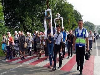 На Буковине ко дню памяти Царской семьи верующие УПЦ прошли 25 км крестным ходом