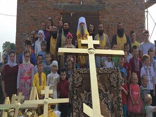 На Тернопольщине освятили накупольные кресты храма, который УПЦ строит вместо захваченного ПЦУ