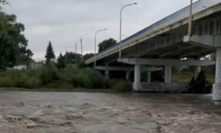 Вода поднимается: жителей Прикарпатья пугают наводнением