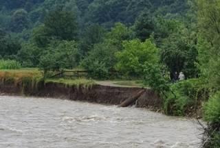 Большая вода на Прикарпатье размыла дороги