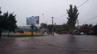 Мощный ливень затопил Мариуполь. Люди остались без света