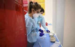 Ученые назвали вакцины, которые эффективно борются с дельта-коронавирусом