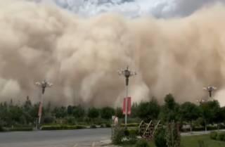 Опубликовано видео аномальной песчаной бури в Китае